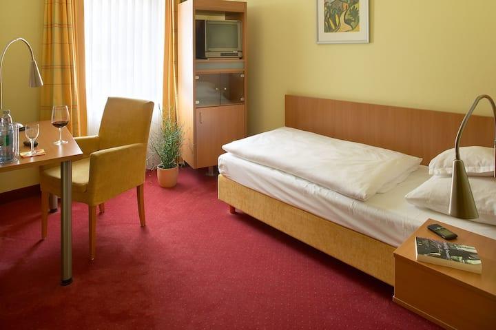 Hotel Mehl (Neumarkt i.d. Oberpfalz), Standard - Einzelzimmer mit WLAN und Fernseher