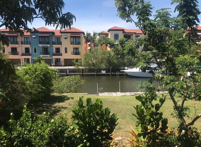 Waterfont Retreat in Prestigious Royal Harbor