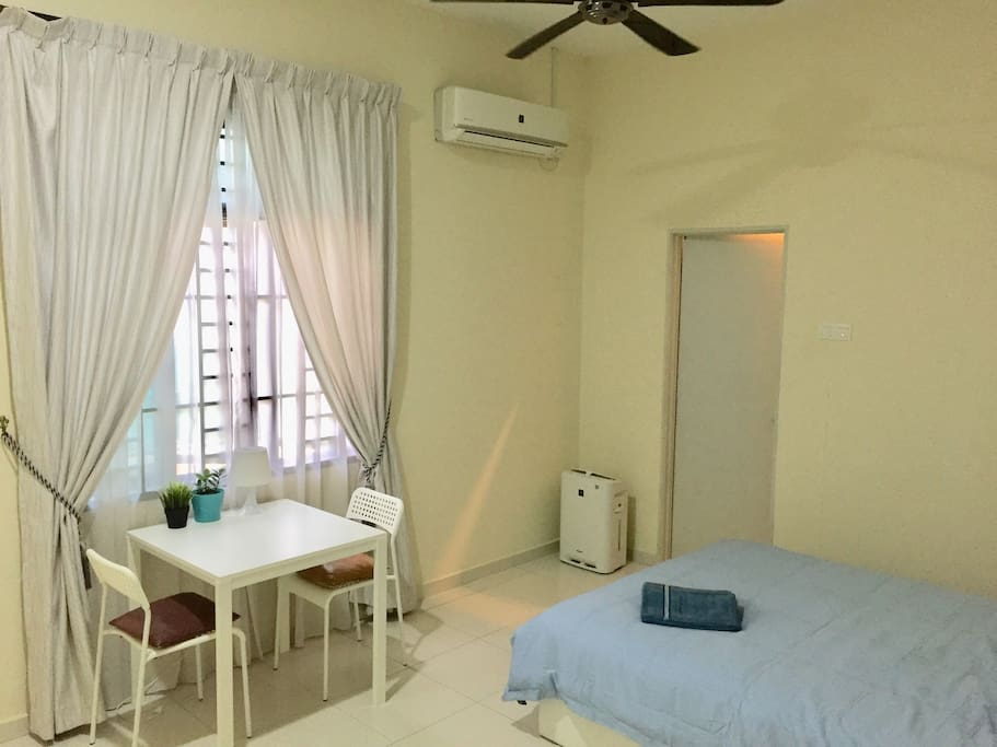 Spacious room with window and breakfast table