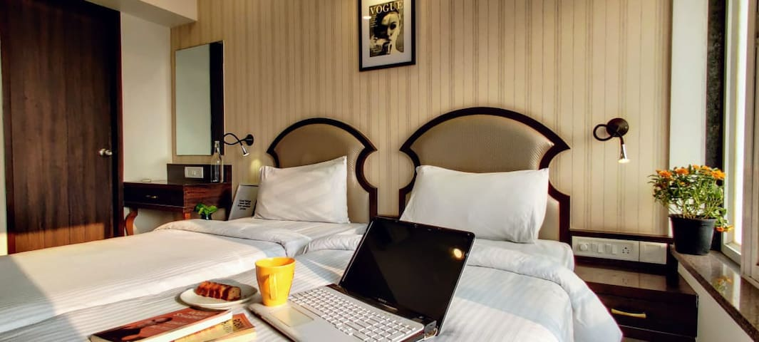 BKC - Artistic Private Twin Bedroom for Travellers