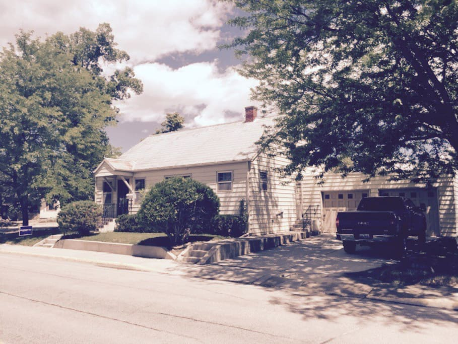 Main Street Cottage - Houses for Rent in Buffalo, Wyoming