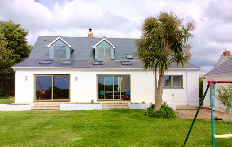 Large Coastal Cottage near Polzeath sleeps 9