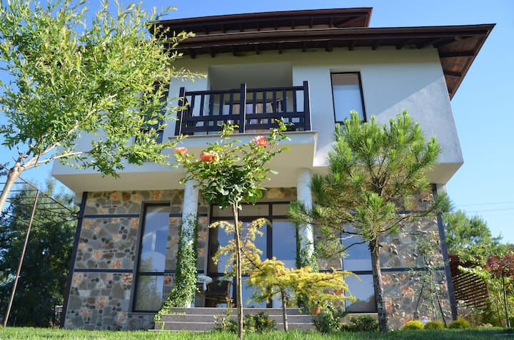located in Primorsko, a 15-minute from the beach.