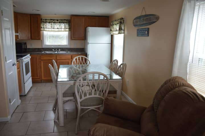 Apt E, Bayside 2 Bedroom Apartment with waterviews