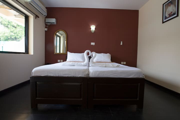 Clean and peaceful room near Candolim Beach - Candolim - Bed & Breakfast