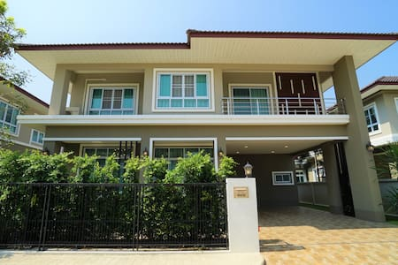 Affordable Luxury Villa for 8 ★ 12 Mins to Airport