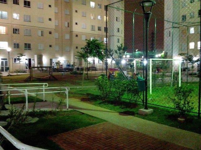Quarto, cama de casal, Guarulhos prox Shop Intern