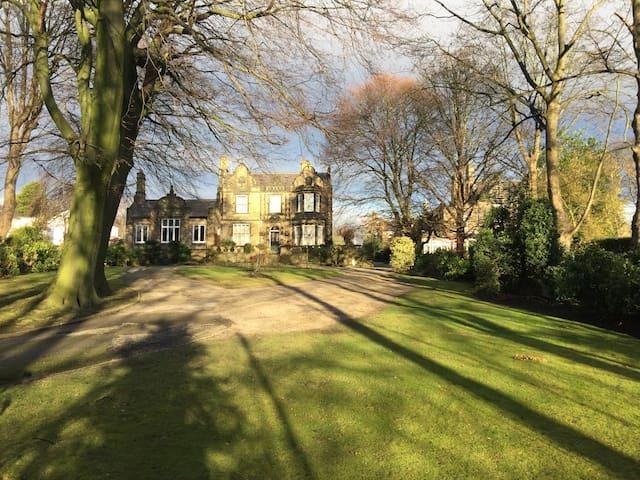 Stunning Leeds Mansion House - Leeds