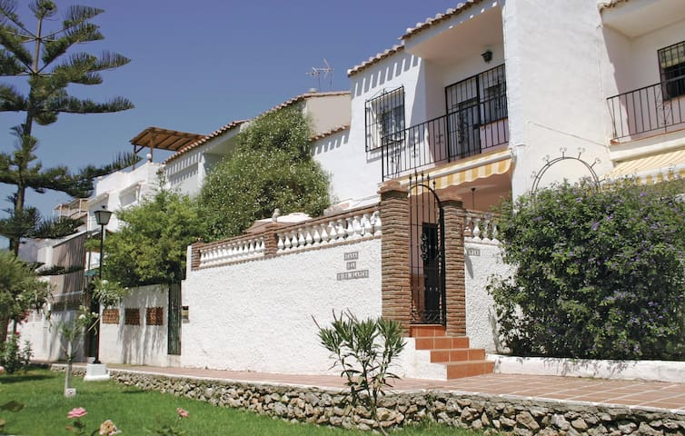Terraced house with 3 bedrooms on 80m² in Nerja