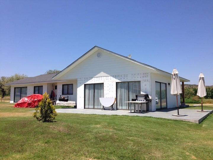 Casa Con Orilla De Lago, En Condominio