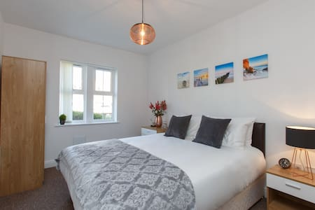 Berkeley Towers Crewe - 2 Bedroom Apartment - Crewe - Apartmen