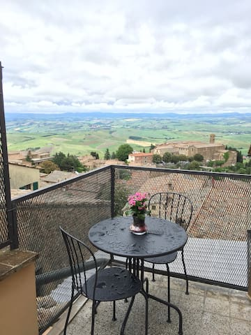 Sunny & Charming Central Montalcino - Montalcino - Apartment