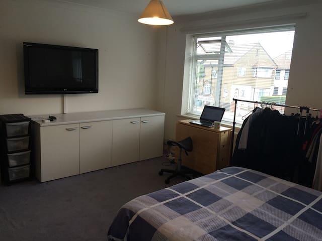 Steve's Home Heathrow - West Drayton - Byt