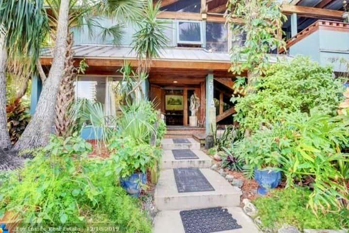 Hibiscus Beach House Paris Suite