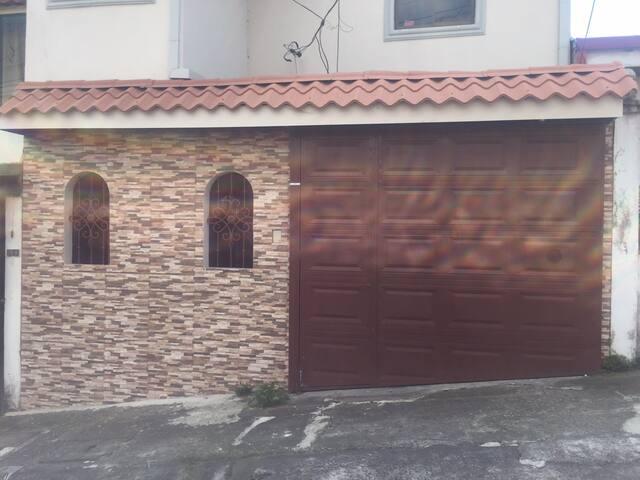 Habitación independiente, incluye WIFI, luz y agua