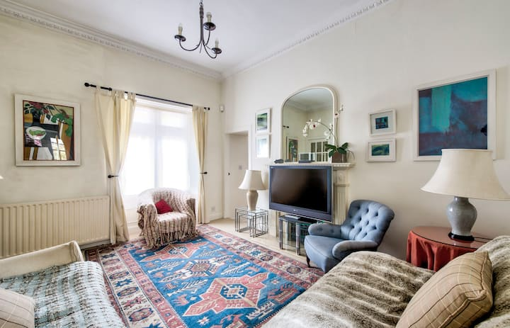 GuestReady - Homely Flat near Holyrood Park