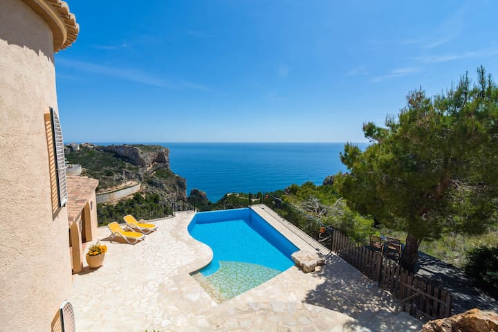 Beautiful holiday home for 6 people with infinity pool, phenomenal view in Benitachell