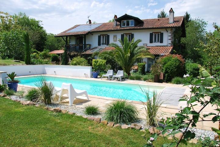 maison, jardin arboré piscine, calme, vue montagne