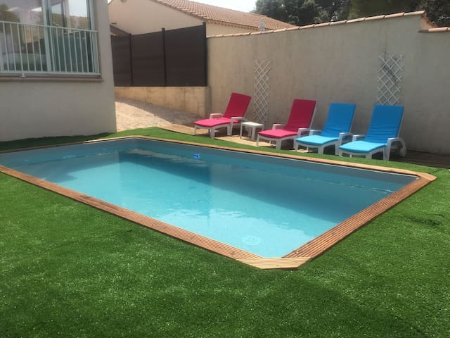 housse with swimming pool close ro sea for 9 p.