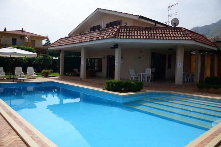 Villa Cottone with pool - 3 Km from beach - BBQ - Torre Colonna-sperone - Villa
