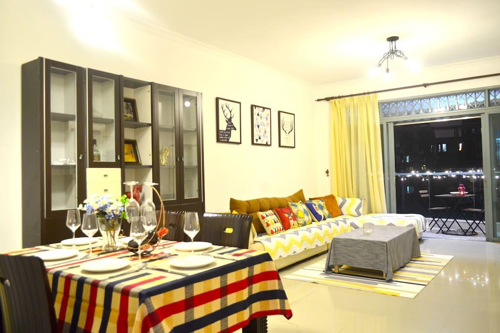 我们提供接近40平米的客厅供大家使用。