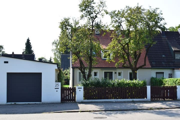 Great and cozy house munich north 5-8 persons