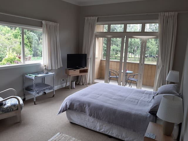 Rural retreat- large room with a balcony
