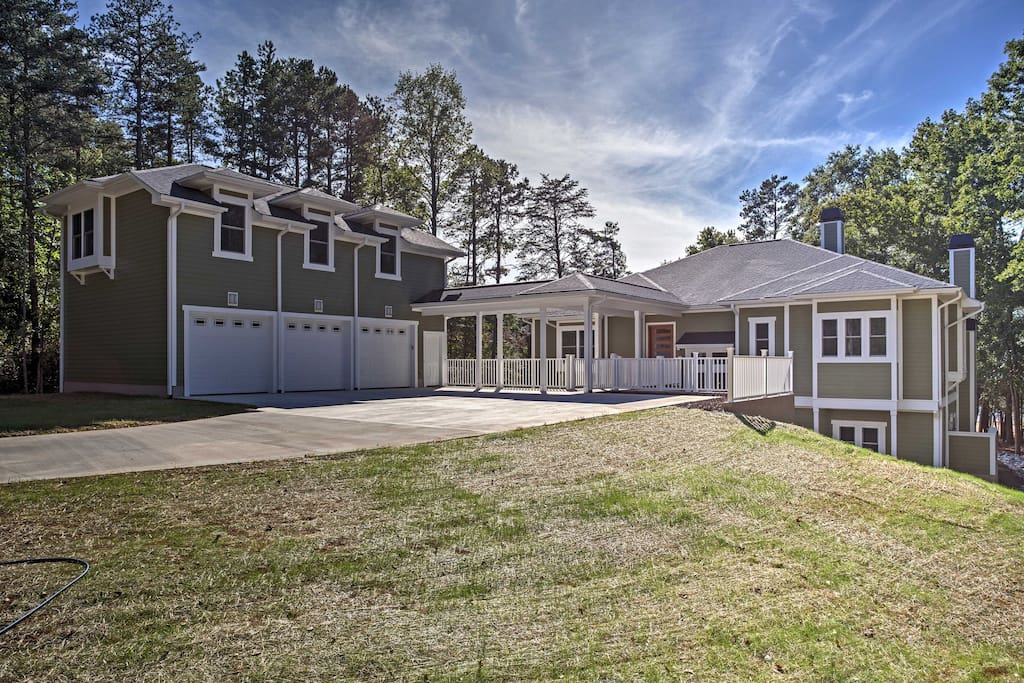 The home is split into 2 separate buildings, with a main home featuring 4 bedrooms and 4 full baths, and a separate 3-car garage with a second-story carriage house apartment with a bedroom, a full bath, and a bar area.