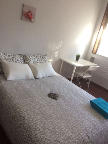 Private Room in Central Location of Porto