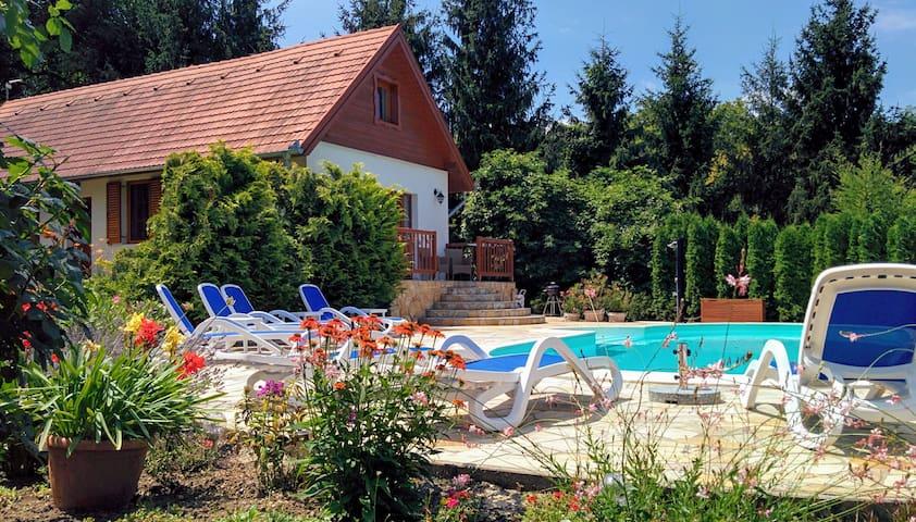 Luxe zwembadvilla met sauna en wifi