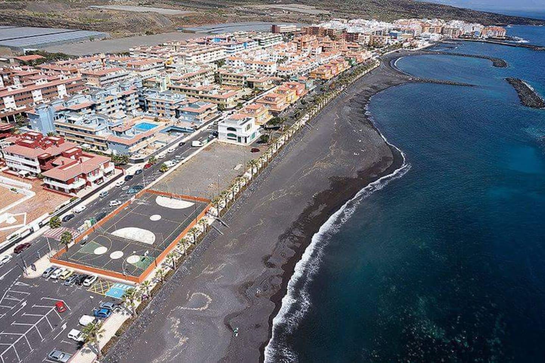 Vista panorámica desde el cielo del puertito de Güímar y sus playas. Espectaculares