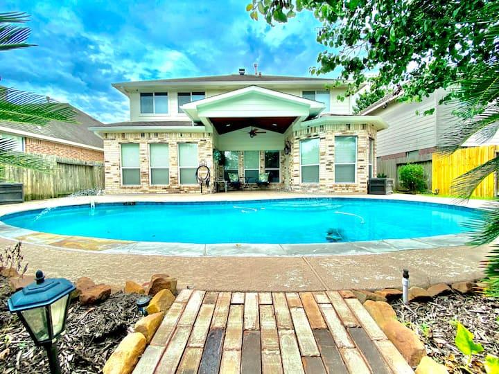 Private Neighborhood Lake House with POOL