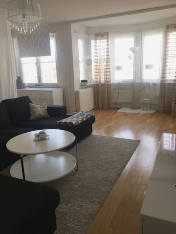 Bright, comfortable place,17 min to Stockholm city - Estocolm - Pis