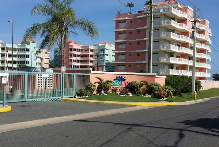 !!! Comfy Beachfront condo with vast amenities !!!