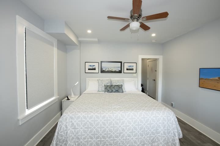 Serene Niagara Inn - Red Oak  Honeymoon Room