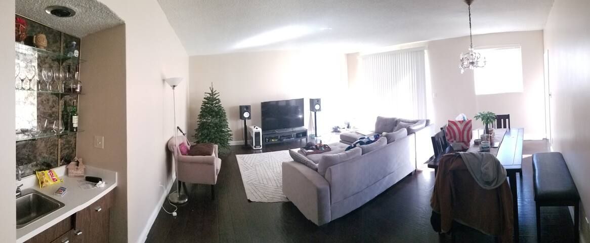 Lavish Room Beverly Hills Adj