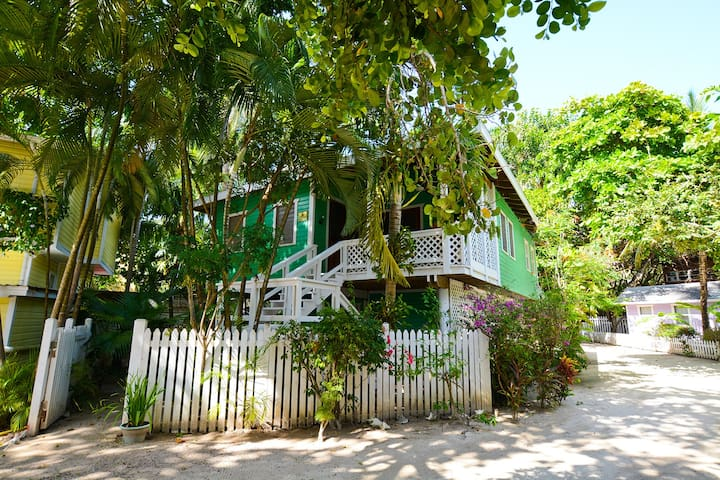 Monkey La La Upper - Charming private beach house 70 steps turquoise waters.