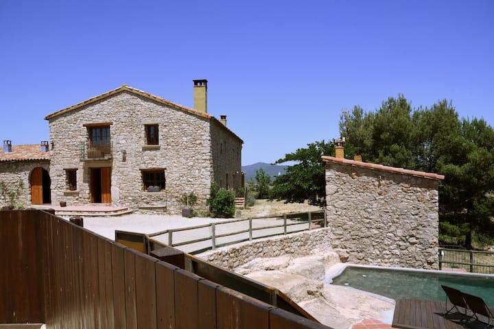 Masia acojedora cerca de Barcelona con piscina privada