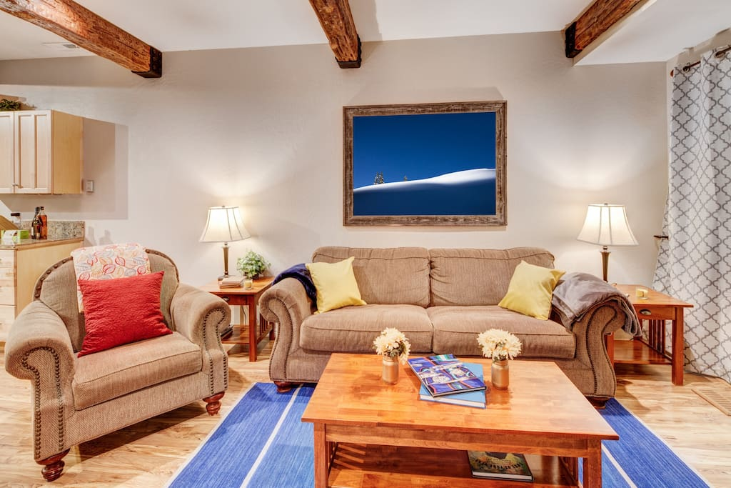 Living Room – plenty of comfortable seating, large flatscreen TV and fireplace.  The perfect place to unwind with friends/ family after a day on the slopes!