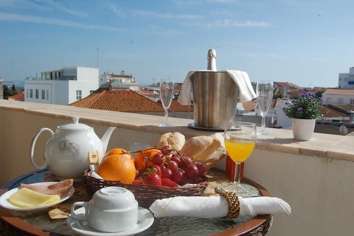 Suites Inn Lagos Apt. (town center)-free breakfast