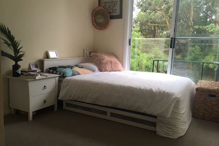Room in Allambie Heights - Allambie Heights