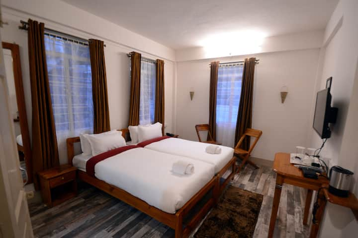 Mid Pine Homestay Deluxe Twin Bed Room