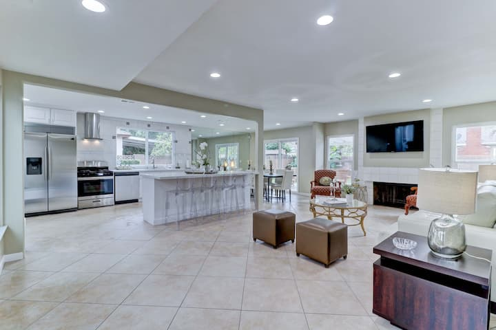 ENTIRE HOME.Gorgeous Pool Home,4 Bed-2bathWIFI inc