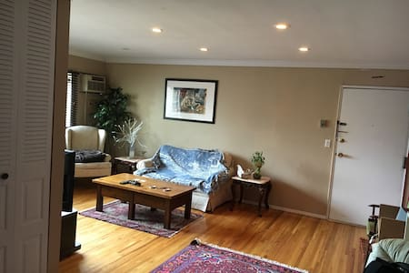 1 Bedroom Fully Furnished Condo (Easy NYC Commute) - Lakás