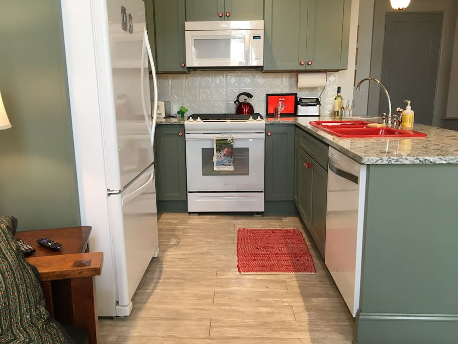 our oh-so-happy kitchen!