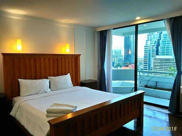 LUX CBD 4 BEDS Suite 1MinBTS FreeWIFI+POOL 175sqm