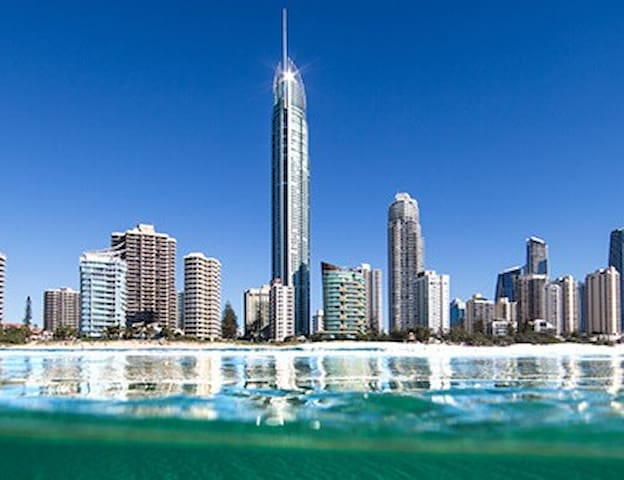 Luxury Ocean Views Home, Pool, Wifi - Surfers Paradise - Appartement