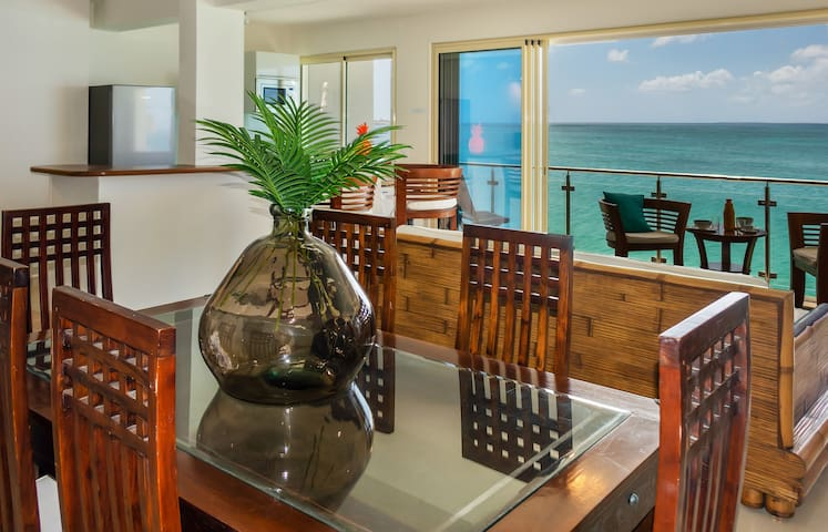 Two bedroom apartment directly on the beach of Grand Case Center St Martin