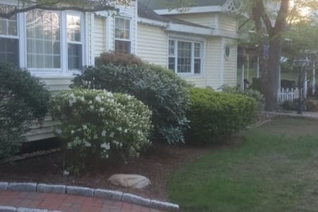 (4) Full bedroom available Newly refin. Bsmt Level