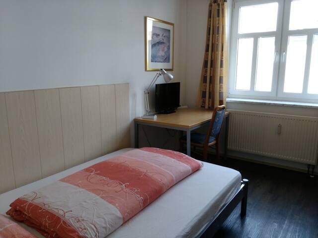 Zimmer mit eigenem Bad (EG5)